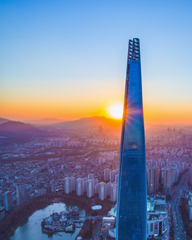 Lotte World Tower at sunset